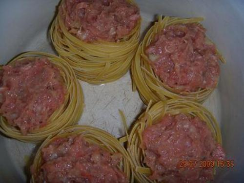 Гнезда с фаршем рецепт на сковороде в сливочном